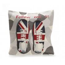 Διακοσμητικο μαξιλαρι με παπουτσια και την σημαια της Αγγλιας σε μπεζ γκρι φοντο 45x45cm